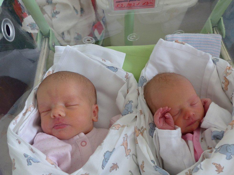 Silvie a Sofie Sixtovy se narodily 5. února 2021 v kolínské porodnici. Silvie vážila 3300 g, měřila 50 cm. Sofie měla míry 2295 g a 42 cm. V Ovčárech se z nich těší sourozenci Štěpán (18), Vašek (15) a rodiče Jana a Miroslav.