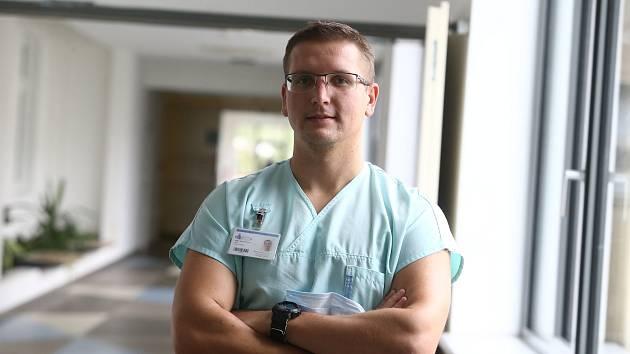 Lékař pečující o pacienty s COVID-19 Robert Kučírka z Oblastní nemocnice Kladno.
