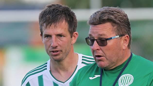 Sokol Hostouň - Motorlet Praha 3:2, Divize B, 13. 8. 2017, kouč Zdeněk Hašek s kapitánem Tomášem Markem