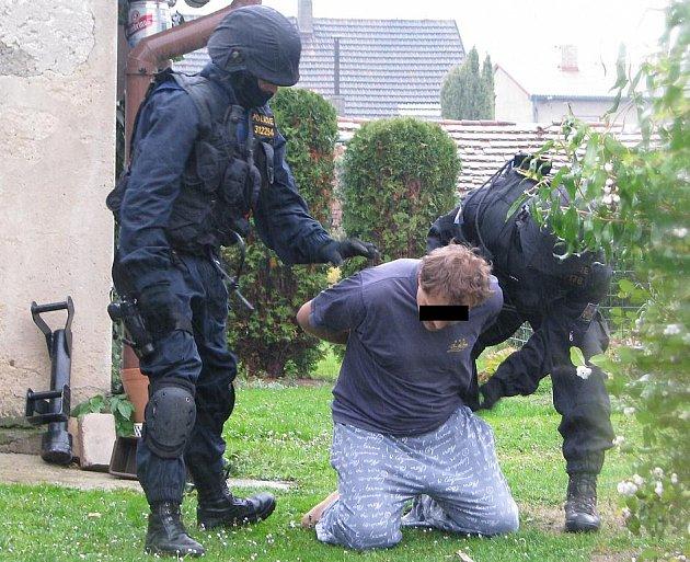 Policejní zásah proti dealerům drog na Kladensku.