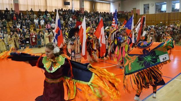 Kladenskou sportovní halu zaplnily po roce desítky indiánů.