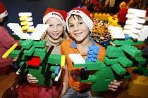 Řekne-li se lego, nabízí se říci Dánsko. Kostičky oblíbené stavebnice ale vznikají i v Kladně.