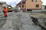 Opravy ve IV. ulici ve Vinařicích jsou hotové.