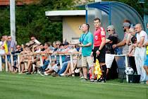 Slovan Velvary (v modrobílém) senzačně vyřadil v poháru České Budějovice. Napětí na domácí lavičce, v modré úspěšný kouč Pavel Janeček.