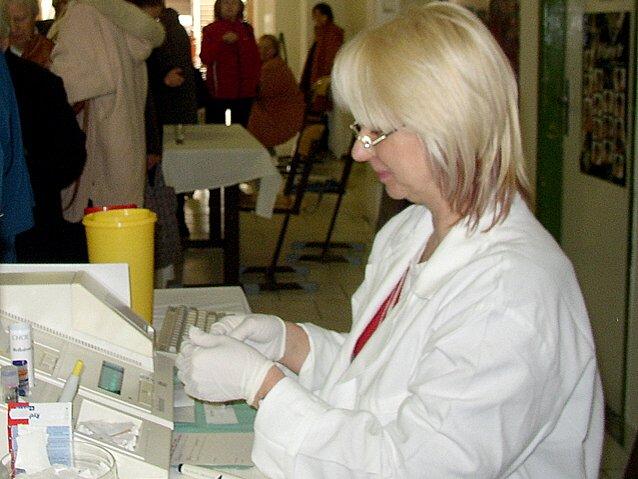 Přes sto zájemců navštívilo v sobotu akci Den zdraví. Z nich si 57 příchozích nechalo změřit cholesterol, 80 mělo zájem o glykemii, 66 návštěvníkům byl měřen krevní tlak a tep a 49 tělní tuk.