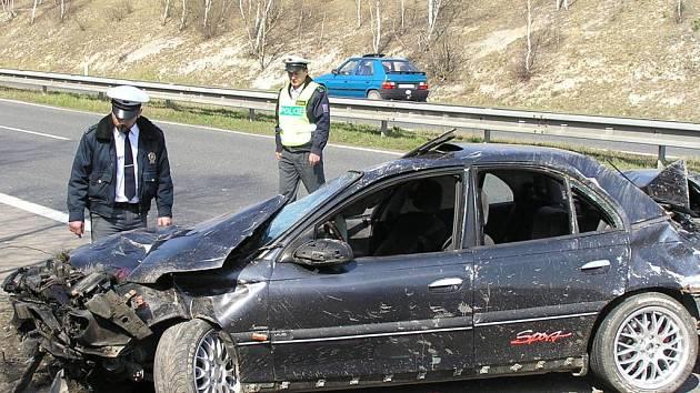 Rychlostní komunikace nedaleko Brandýsku. Konec jízdy šoféra, který nevlastnil řidičské oprávnění.