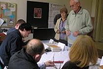 Volební účast se ve většině volebních místností přehoupla přes 50 procent