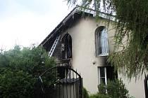 Podle informací Kladenského deníku jede na místo kriminálka, podle místních obyvatel je podezření, že se v domě mohly vyrábět drogy.