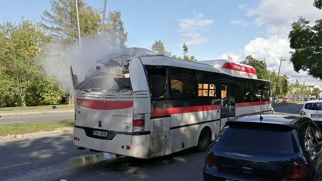 K nehodě došlo ve Vítězné ulici před věžovými domy.
