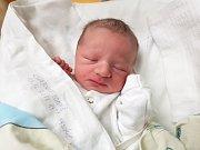 TOMÁŠ CHARVÁT, LOUNY. Narodil se 13. prosince  2017. Po porodu vážil 3,43 kg a měřil 48 cm. Rodiče jsou Lucie Šilhartová a Tomáš Charvát. (porodnice Slaný)