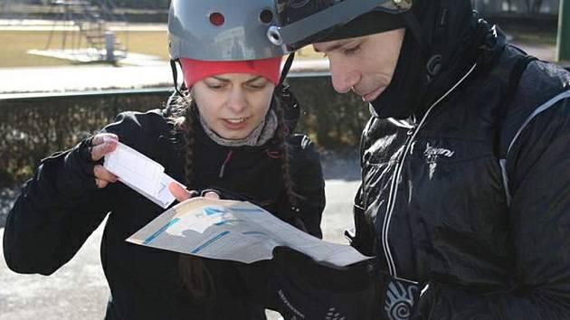 Závod bude rozdělen do tří kategorií - muži, ženy a smíšené páry.