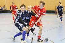Kladenští Kanonýři (v tmavém) ve druhém zápase sezony podlehli doma Střešovicím.