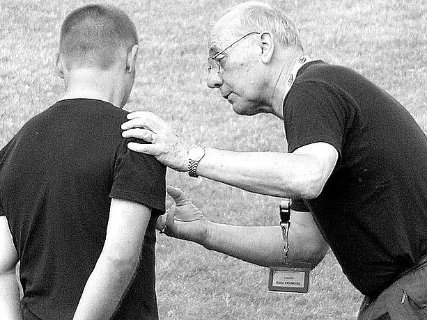 Karel Přenosil (vpravo) odstoupil z funkce trenéra TJ Tuchlovice.