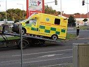 Čtvrteční nehoda sanity s vozidlem Audi v Kladně v Americké ulici