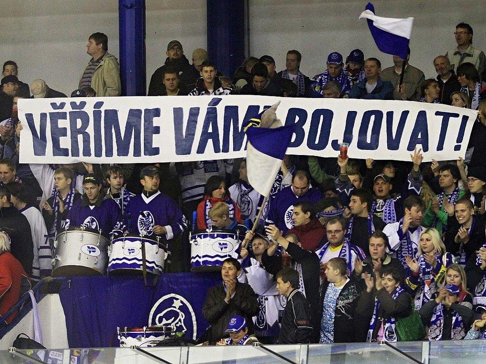 Kladenští fans klub podporují jak se dá! // HC Vagnerplast Kladno - HC Kometa Brno 4:1, O2  ELH 2010/11, hráno 17.10.2010