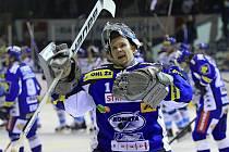 Sasu Hovi děkuje fanouškům Komety za podporu // HC Vagnerplast Kladno - HC Kometa Brno 4:1, O2  ELH 2010/11, hráno 17.10.2010