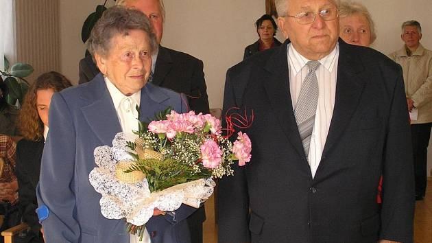 Manželé Frolíkovi z Kačice u příležitosti šedesátého výročí  sňatku znovu zpečetili svůj svazek.