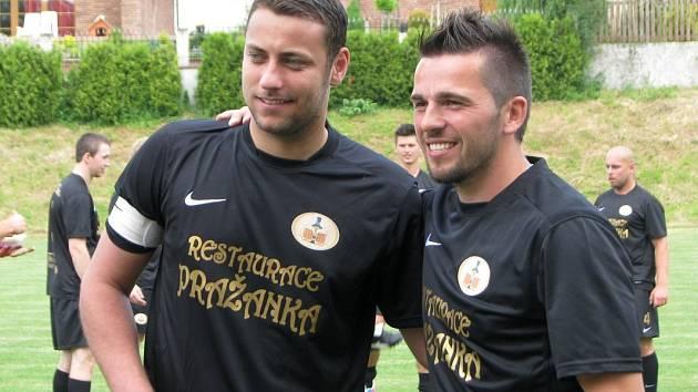 Ondřej Pavelec (vlevo) s Víťou Bílkem.