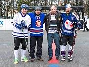 Hokejbalová benefice fanoušků na podporu kladenské hokejové mládeže - Kladno sobě! Legendární Milan Nový vhodil úvodní buly