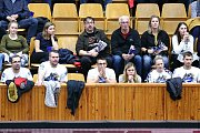 Volejbalisté Kladna (v modrém) po výborném výkonu porazili doma Karlovarsko 3:1.