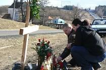 Pomníček připomíná místo tragédie