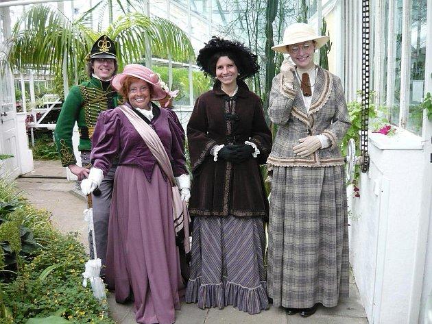 Součástí odpoledního programu v Buštěhradu bude v sobotu také historická módní přehlídka.