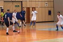 Futsalisté FK Kladno (v bílém) vydřeli cennou výhru v Jablonci 4:2.