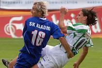 Marek Kincl (vpravo v souboji s Patrikem Grossem) trápíval v minulosti i SK Kladno, teď se mu dařilo proti Jedomělicím.