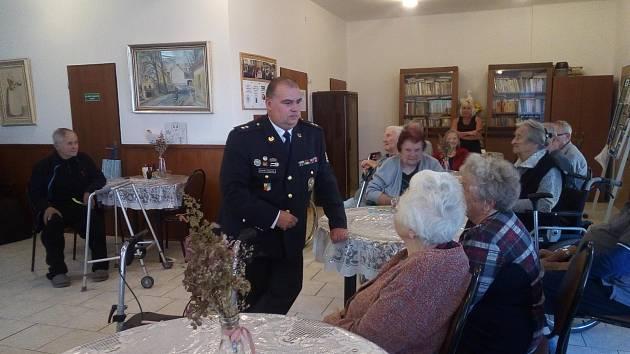 Mezinárodní den seniorů v Jílovém u Prahy.