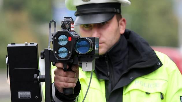 Republikoví policisté mají na Kladensku a Slánsku k dispozici několik radarů. V nejbližších dnech se jeden z nich chystají namontovat i do služebního vozidla.