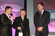 Vyhlášení nejúspěšnějšího sportovce Slaného 2014. Uprostřed Eduard Krčmář
