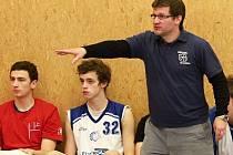 """Dramatický soboj pod koši nakonec vyzněl pro kladenské. BK Kladno """"A"""" - Jiskra Domažlice 85:82, 2. basketbalová liga mužů,  4.12.2010"""