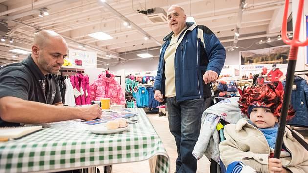Radek Jaroš během nedávné autogramiády v obchodě Intersport.