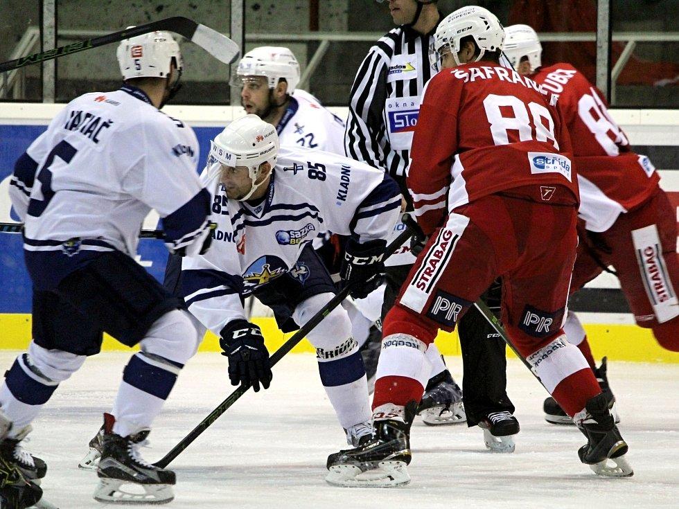 Slavia (v červeném) doma nečekaně přemohla Kladno 4:2.