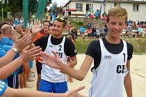 Tadeáš Tezzele (vpravo) a kladenský Jakub Gála, čerstvě složená a přitom úspěšná dvojka si právě kráčí pro bronzové medaile na mistrovství střední Evropy v Brně.