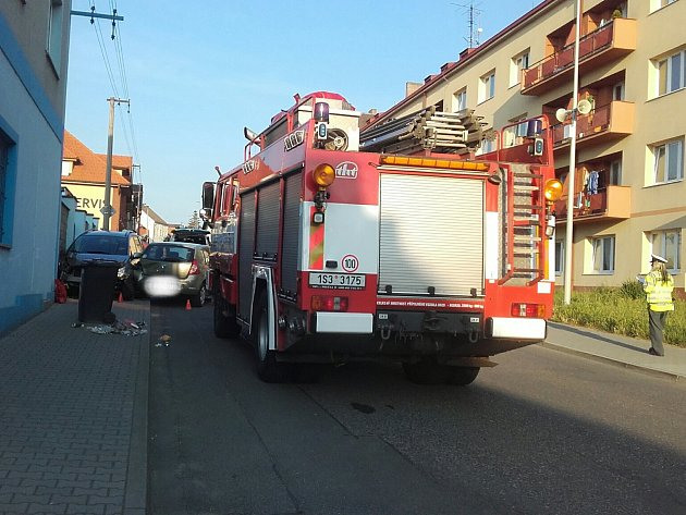 Nehoda se stala ve Slaném v Plynárenské ulici naproti bytovému domu.