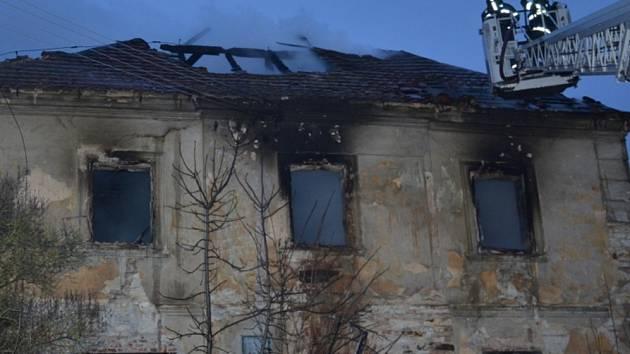Ranní požár na zámku ve Statenicích