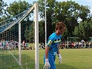 Velvary (v zeleném) prohrály v MOL Cupu s Hradcem Králové 0:1. Brankář hostů Lindr