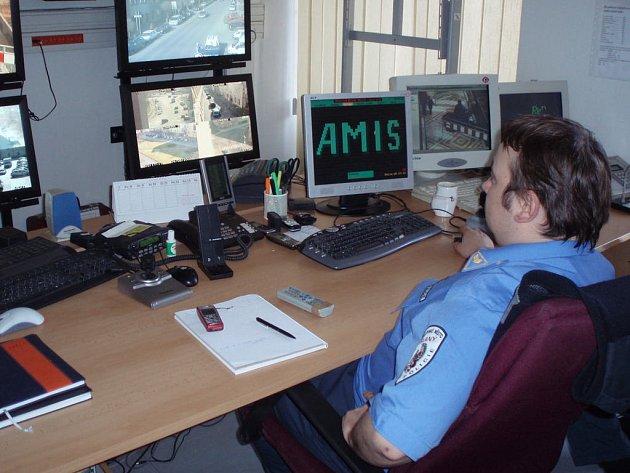 Rekonstrukce prostor Městké policie ve Slaném si od roku 2006 vyžádala statisíce. Dalších nejméně 600 tisíc bude investováno do chystané obnovy vstupního schodiště a zbývajících místností.