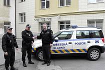 Automobil předal strážníkům jejich nejvyšší velitel, primátor Dan Jiránek.