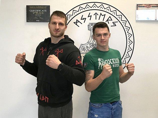 Kladenský bojovník Jakub Ibl (vlevo) a jeho talentovaný svěřenec Filip Barcal.