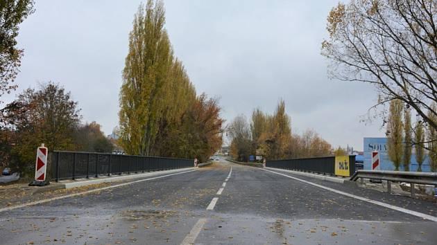 Nový most v Kročehlavech už je průjezdný.