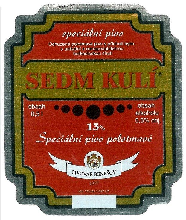 Sedm kulí - tak se jmenovalo speciální polotmavé a třináctistupňové pivo, které mělo příchuť bylin s unikátní a nenapodobitelnou hořkosladkou chutí. Etiketa cca z roku 2005.