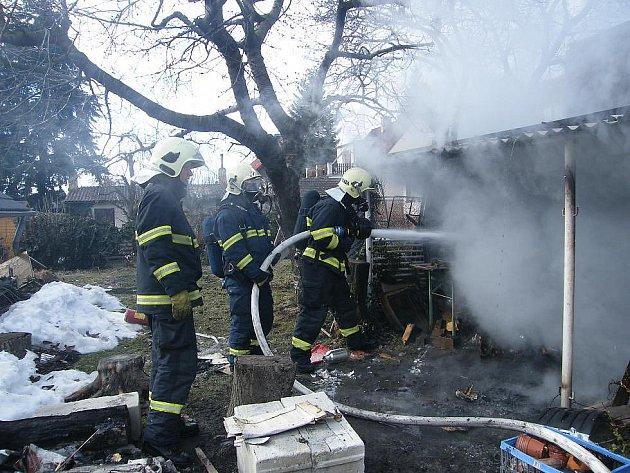 Hasiči dostali požár pod kontrolu za několik minut. Zřejmě ho způsobily děti.