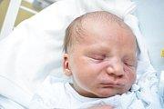 JAN ČMERDA, UNHOŠŤ. Narodil se 17. ledna 2018. Po porodu vážil 2,8 kg a měřil 49 cm. Rodiče jsou Barbora Dittmajerová a Jan Čmerda. (porodnice Kladno)