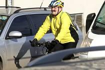 ZATÍMCO KOLEM KLADNA je vybudován kvalitní cyklistický okruh, v samotném městě cyklodoprava pokulhává. Plánovaná síť značených cyklotras doplněná o místa bezpečného uschování a zajištění kol by situaci v příštích letech měla zlepšit
