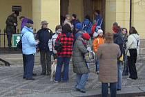 Tradiční tříkrálový pochod na Řipec přilákal nezvykle velké množství účastníků.Výchozí místo pochodu bylo před slánským informačním centrem.