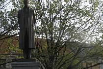Socha T.G.M. se nachází také na náměstí ve Slaném. Slavnostně odhalena byla 28. října 2000 a pochází z dílny sochařů Miroslava Pangráce a Františka Radvana a kovolitce Petra Dvořáka.