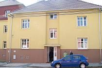 V domě pro seniory ve Velvarské ulici vzniklo šestnáct bytů, z toho dva bezbariérové.