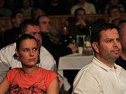Diváci sledují tvrdé chlapíky v ringu // Noc válečníků 3 - Kladno 15. 12.2011